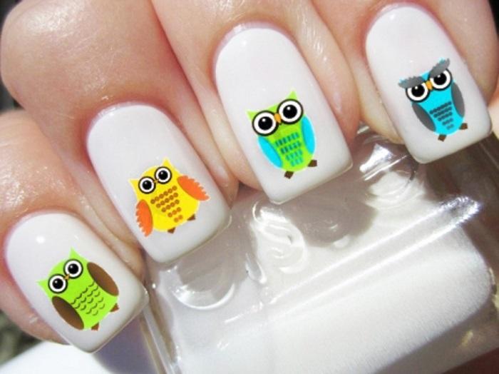 Пример маникюра с совами на прямоугольных наращенных ногтях