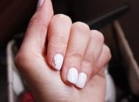 Как выбрать самый стойкий лак для ногтей