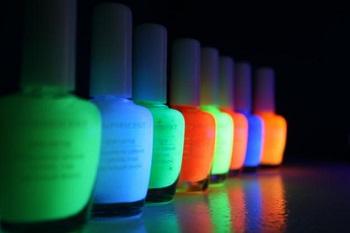 Лаки для ногтей, светящиеся в темноте