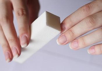 Необходимо тщательно выполнять шлифовку ногтя