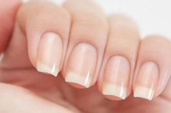 Уход за ногтями начинается с удаления кутикулы