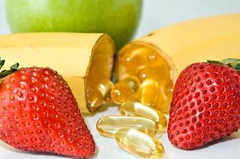 Прием витаминов - важный этап лечения утолщения ногтей