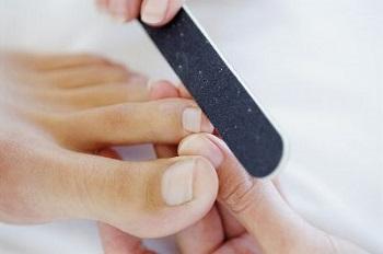 Педикюр является комплектом уходовых процедур за ногтями и кожей стоп