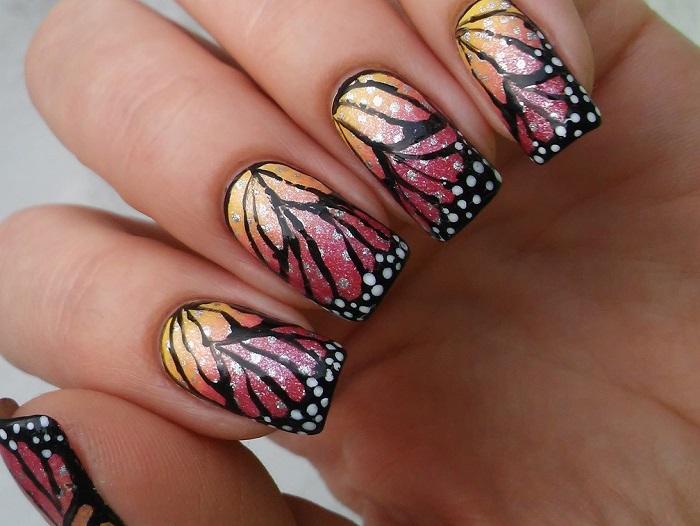 Роспись ногтей в виде крыльев бабочки