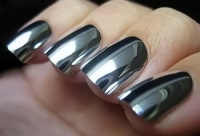 Лак с зеркальным эффектом для ногтей
