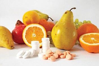 Правильное питание и прием витаминов избавляет от желтизны ногтей