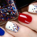 Наиболее популярное оформление ногтей – это маникюр с блестками. В этой статье мы расскажем все о разновидностях этого декора, правилах нанесения, интересных вариантах дизайна, а также дадим полезные советы по использованию блесток в домашних условиях.  540