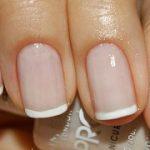 Есть варианты нейл-дизайна, которые идеально подходят для коротких ногтей. К примеру, аккуратно и изысканно выглядит френч. Он бывает классическим и цветным, но в любых формах остается стильным.  471