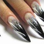 Гелевые ногти имеют идеальный вид и блестящую поверхность, неприхотливы в уходе и просто красивы. Чтобы маникюр как можно дольше сохранял идеальный вид, требуется его коррекция. О том, какой она бывает, когда необходима и в каком порядке проводится, мы поговорим далее.  515