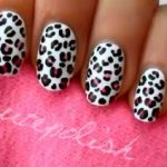 Леопардовый маникюр - один из наиболее популярных вариантов декоративного покрытия ногтей модниц. О его особенностях, цветовой гамме, идеях дизайна мы расскажем в нашей статье. Также научим рисовать леопардовые пятнышки на ноготках дома своими руками.  492