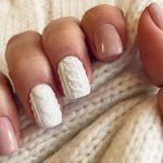 Вязаный маникюр - это одна из самых привлекательных и уютных идей для оформления ногтей. Такой дизайн идеально подходит для холодного времени года. Создать подобный маникюр вполне реально и в домашних условиях. Об этом и многом другом - в нашей статье.  432