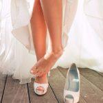 Мысль о свадебном педикюре рано или поздно возникает в жизни каждой женщины. Его нужно тщательно продумать, ведь он должен соответствовать стилю праздника, гармонично сочетаться с платьем, маникюром и макияжем. Даже если ножки не будут видны гостям под подолом свадебного платья, в первую брачную ночь жених обязательно оценит нежный педикюр невесты.  458
